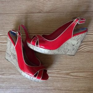 TOMMY HILFIGER RED WEDGES